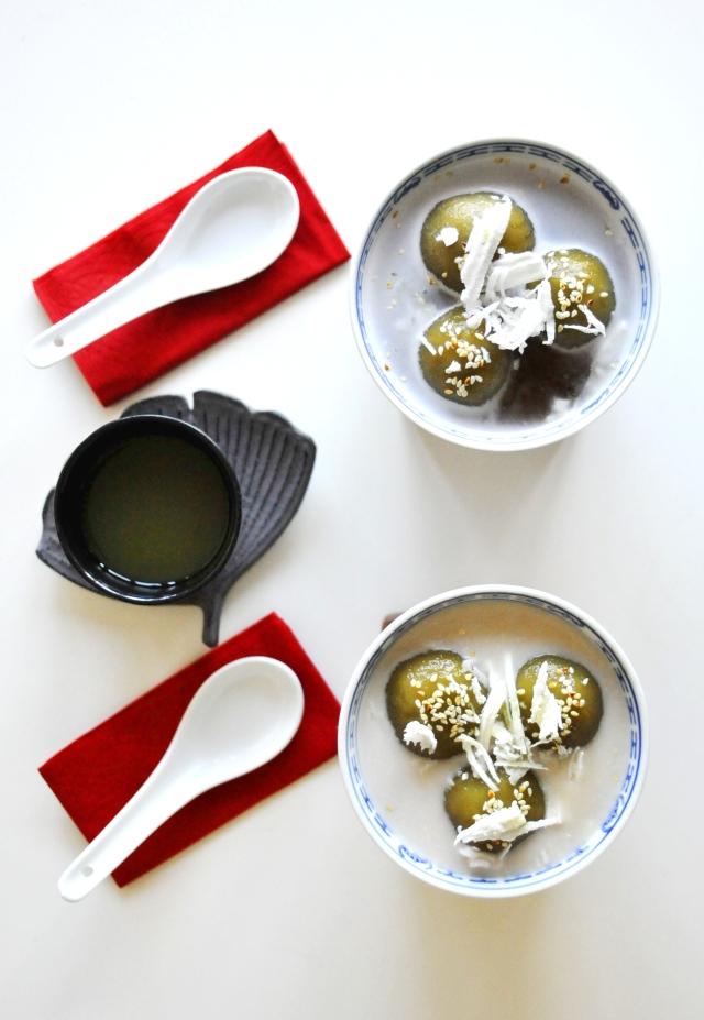 Có thể ăn kèm với 1 cốc trà xanh đăng đắng để cần bằng với vị ngọt của chè nhé!