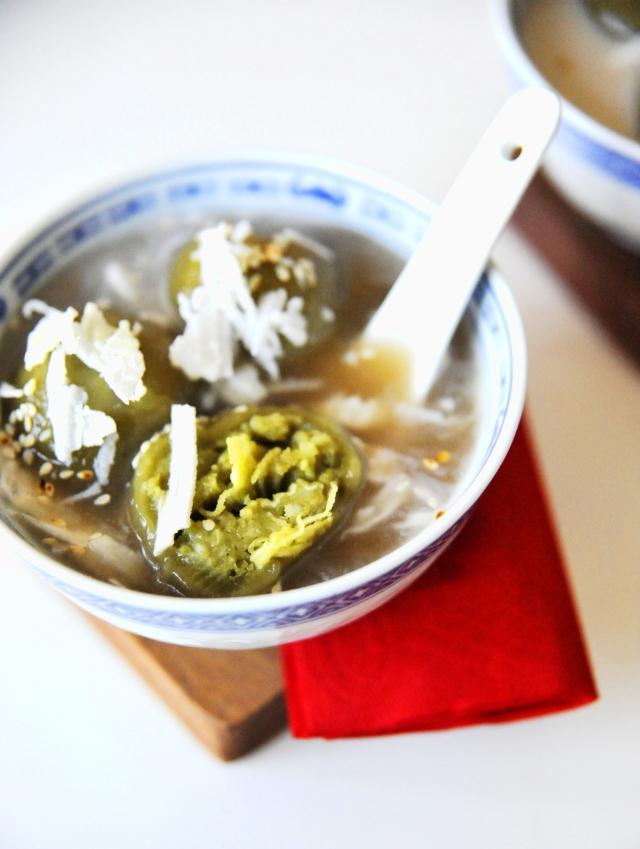 Cho thêm bột trà để nhận đậu có màu xanh mướt thế này!
