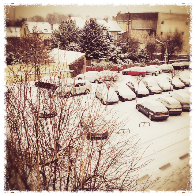 Nhìn từ cửa sổ nhà mình...